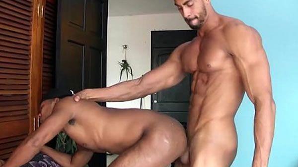 Lino e Júlio no cuzinho até o talo